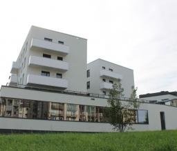 Administracinės paskirties pastatas su gyvenamosiomis patalpomis